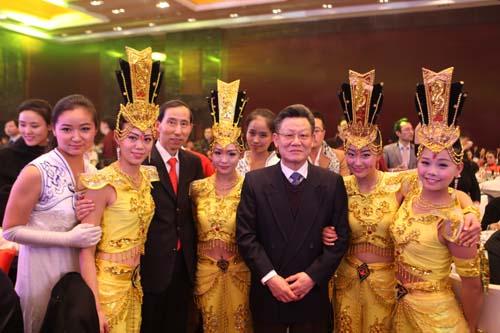 4、联合国可持续发展大会秘书长、中国国际文化传播中心副主席沙祖康,中国国际文化传播中心党组书记、执行主席龙宇翔和演职人员