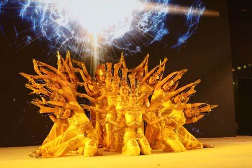 2、精彩舞蹈《千手观音》。.jpg