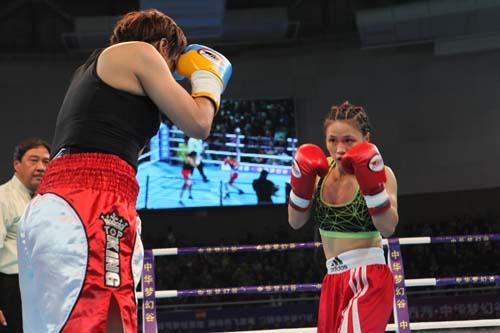 罗玉洁/中国女将罗玉洁TKO日本选手珠美托巴马思。(摄影:远帆)